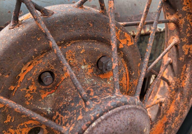 Détails d'une roue spoked vieux par véhicule photos stock