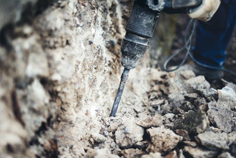 Détails de chantier de construction avec le foret et la machine pneumatique de cueillette photo stock