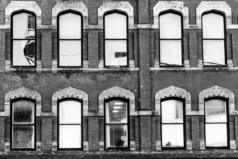 Détails de conception d'architecture de cru sur le bâtiment commercial images libres de droits