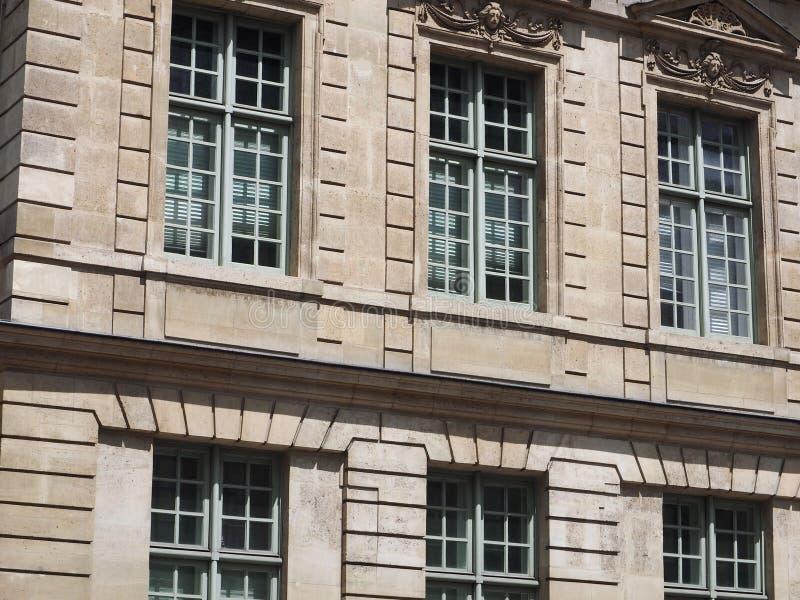 Détails de construction de façade de Lous XIII image stock