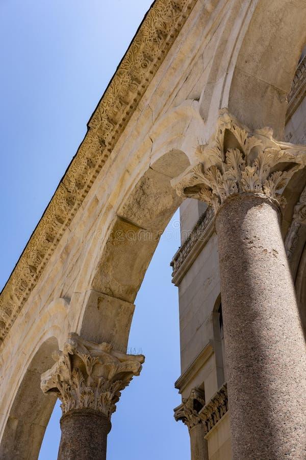 Détails de la colonne romaine photographie stock