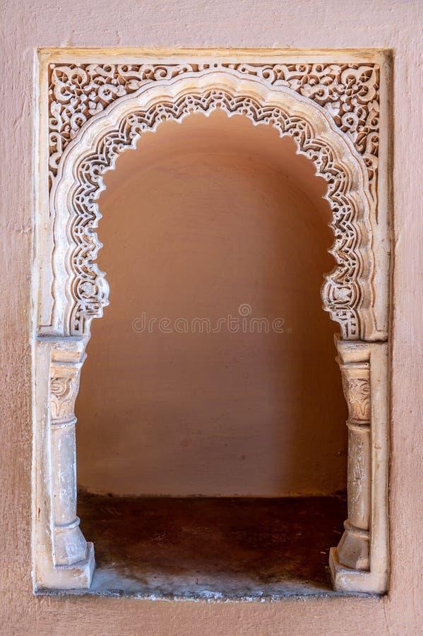 Détails de palais célèbre décoré Alcazaba de style arabe à l'arrière-plan de cadre de Malaga Espagne image libre de droits