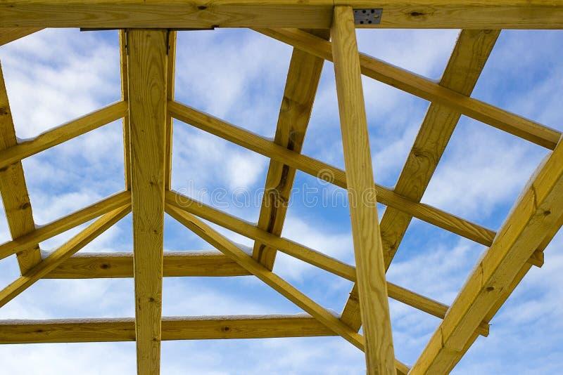 Détails de toit en bois de construction, couvrant le système de structure de bois de construction images stock
