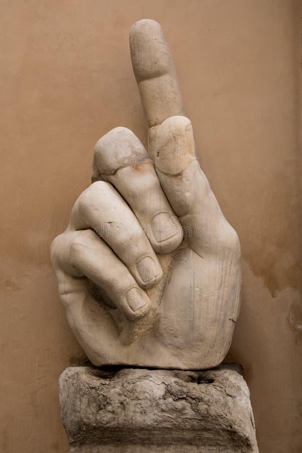 Détails des statues romaines dans la ville de la main géante de Rome Italie de la statue avec l'index augmenté photos libres de droits