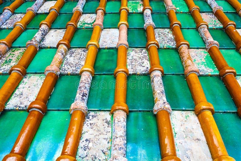 Détails des tuiles colorées d'argile photographie stock