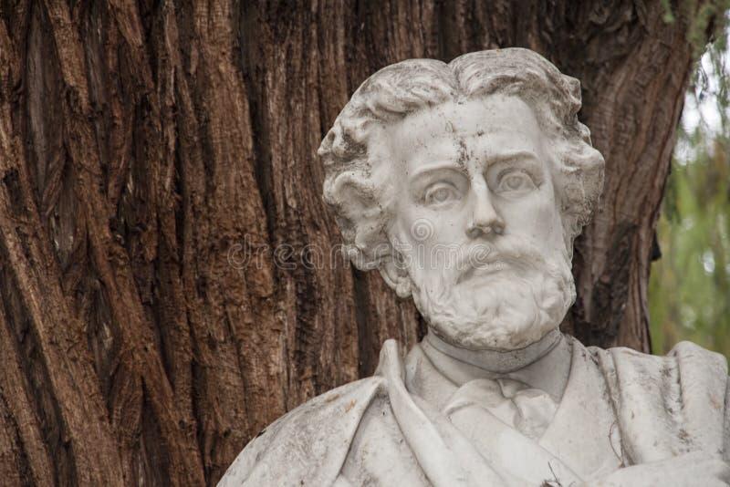 Détails du monument consacré au poète Gustavo Adolfo Becquer en Séville photos libres de droits