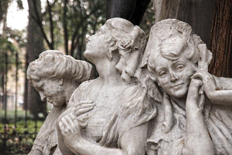 Détails du monument consacré au poète Gustavo Adolfo Becquer en Séville photographie stock libre de droits
