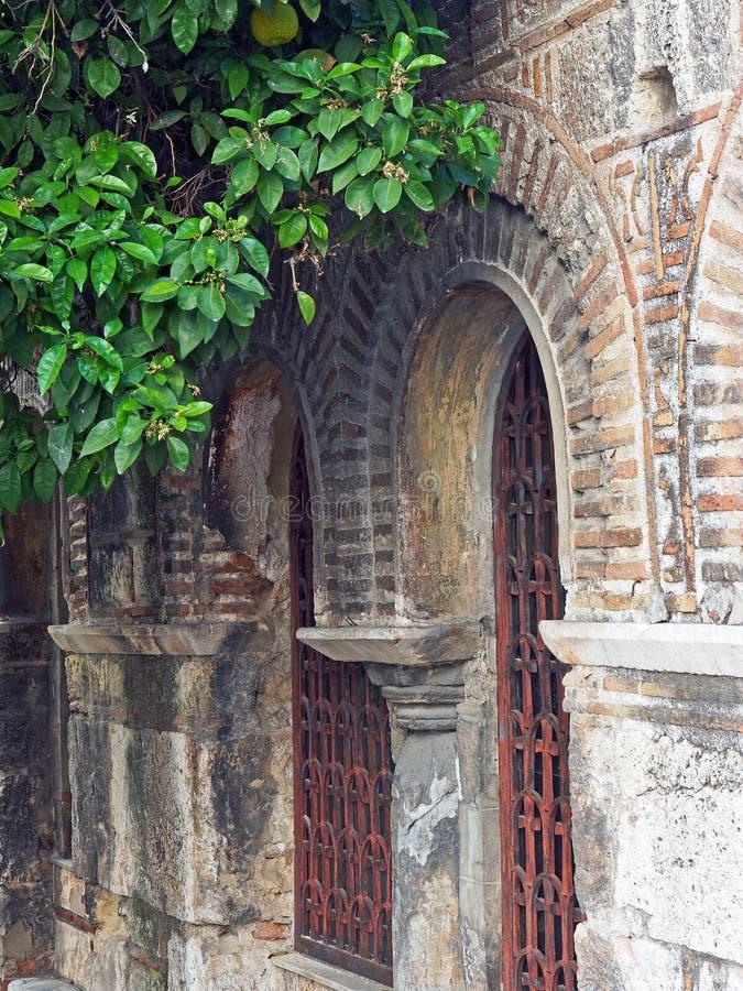 Détails extérieurs d'église orthodoxe grecque bizantine, Athènes, Grèce photos stock