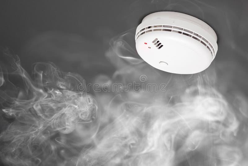 Détecteur de fumée d'alarme d'incendie images libres de droits