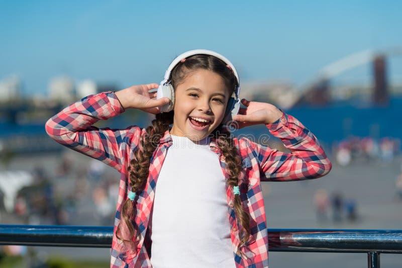 Détectez à l'oreille librement Obtenez l'abonnement de famille de musique Access aux millions de chansons Appréciez la musique pa image libre de droits