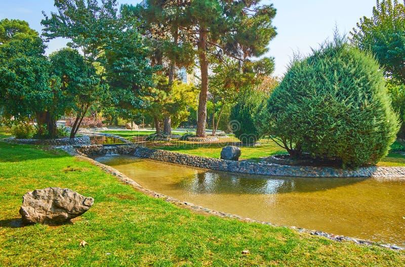 Détendez en Laleh Park, Téhéran, Iran photographie stock
