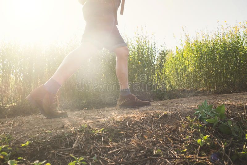 Détendez l'aventure et le mode de vie augmentant le concept d'idée de voyage photo stock