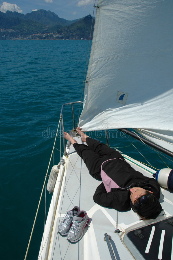 détendez le bateau à voiles photographie stock libre de droits