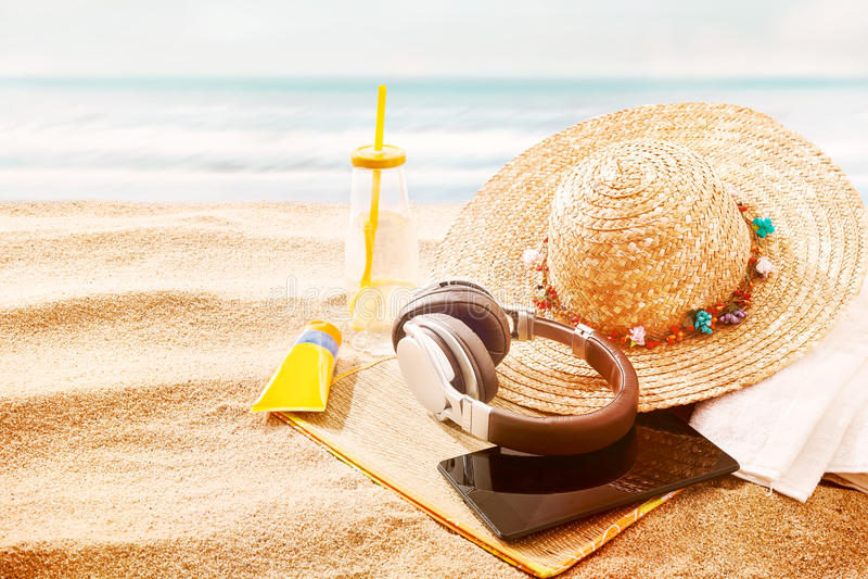 Détente au bord de la mer des vacances d'été photos stock