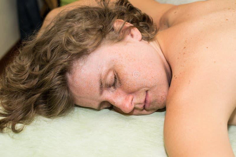 Détente au massage photographie stock