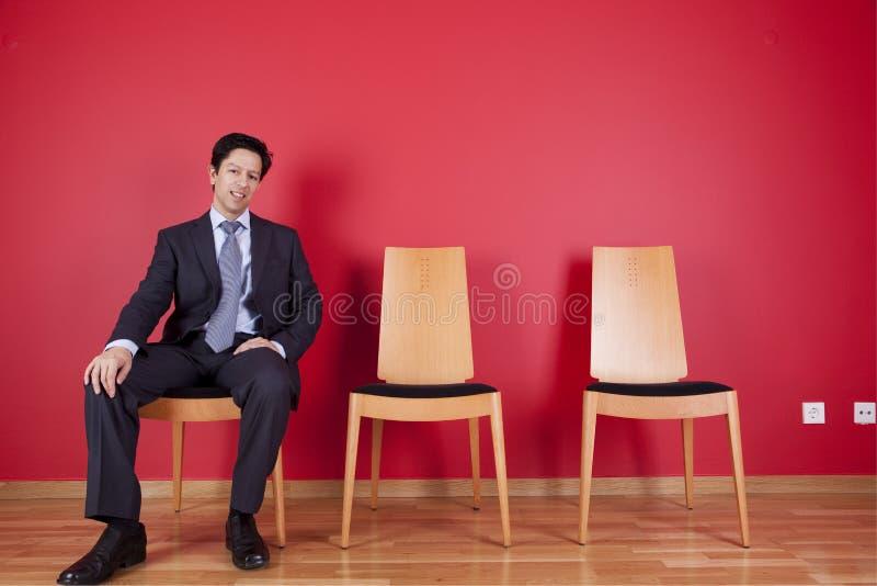 Détente d'homme d'affaires image stock