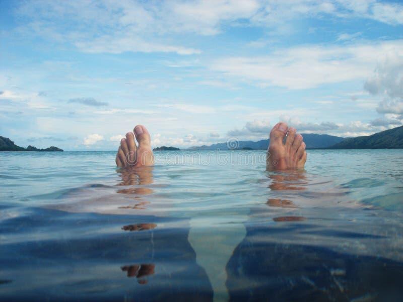 Détente dans la plage photo libre de droits