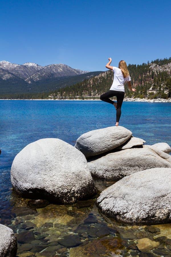 Détente dans le lac Tahoe photos stock