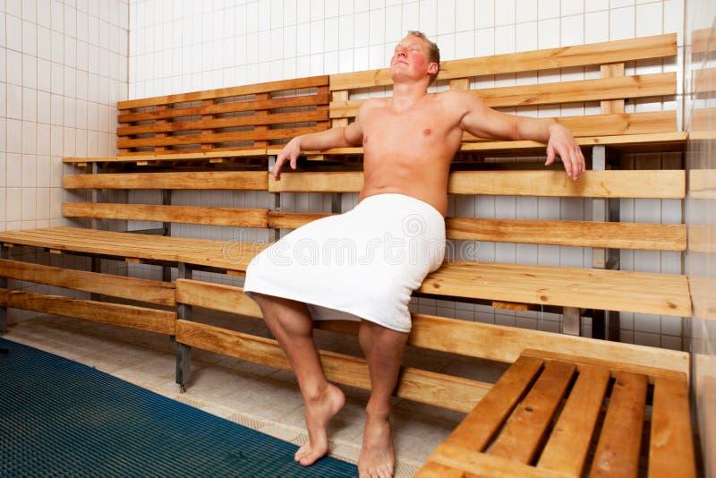 Détente dans le sauna photos libres de droits