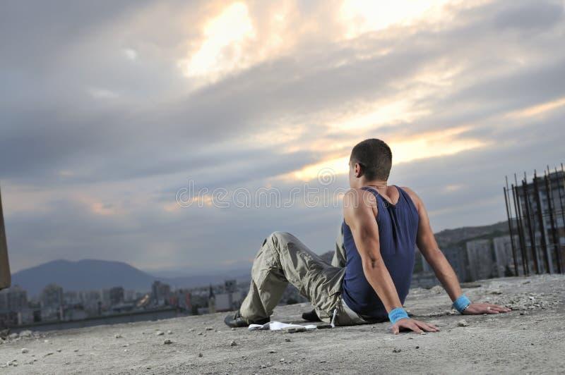 Détente de jeune homme photo libre de droits