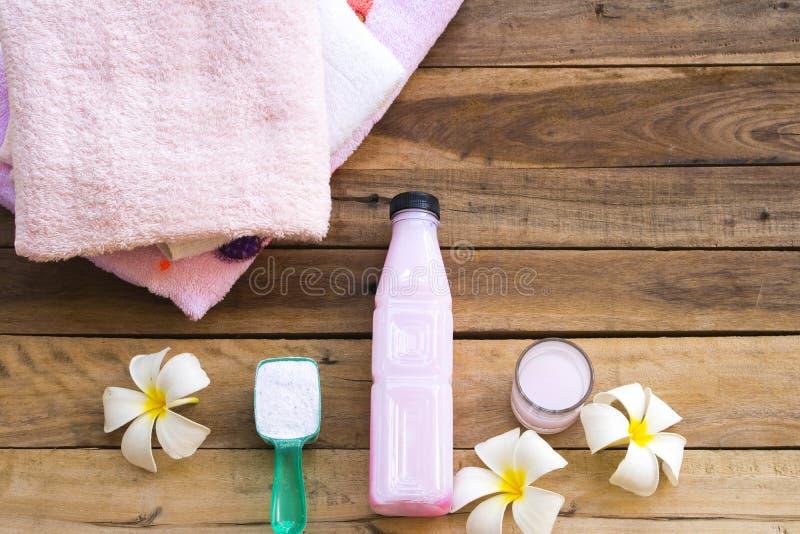 Détergent en poudre avec le nettoyage liquide médicinal de solution photos stock