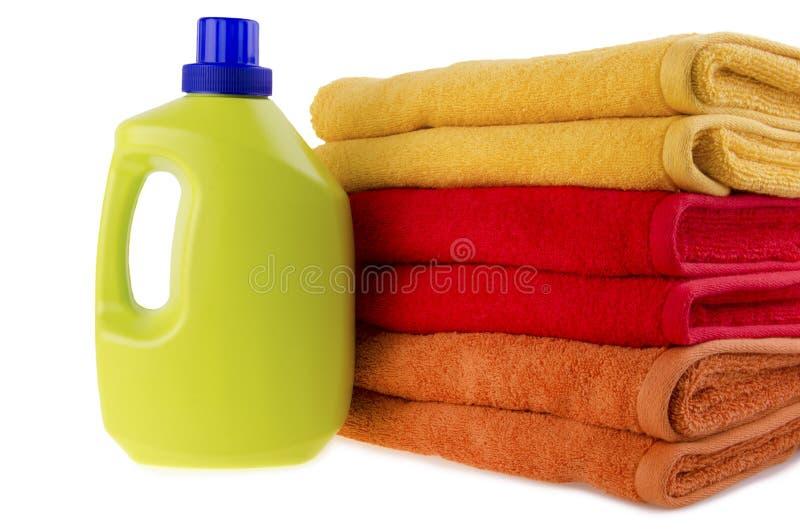 Détergent et serviettes photographie stock libre de droits