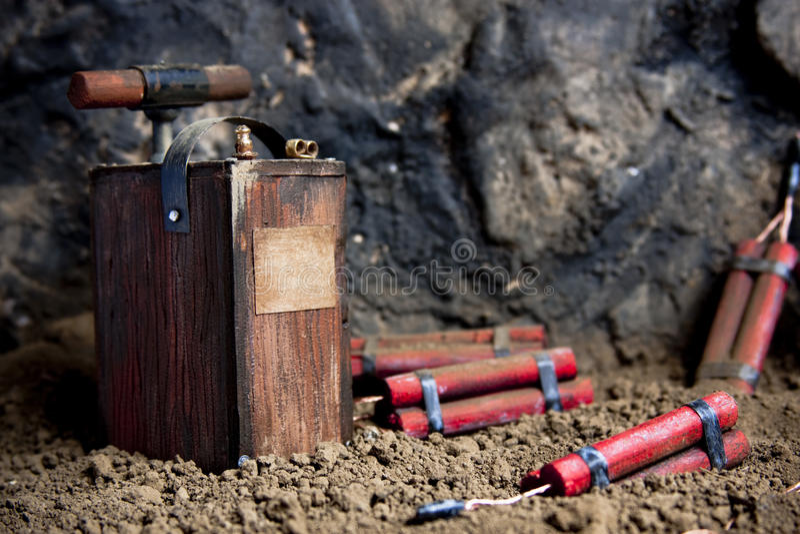 Détonateur et dynamite sur le mien image stock