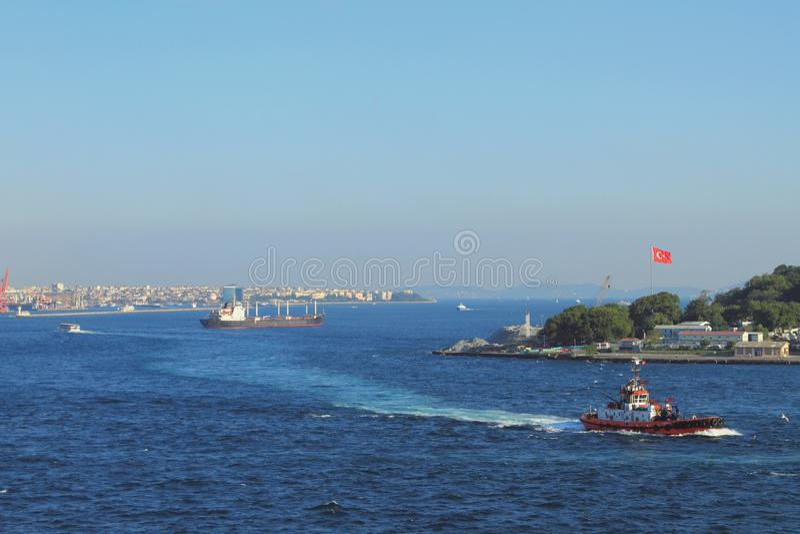 Détroit d'or de klaxon et de Bosphorus de Golfe Istanbul, Turquie photos stock
