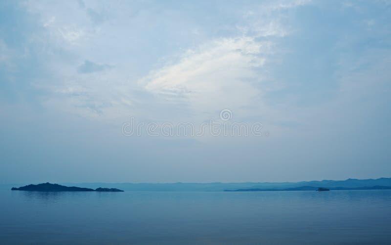Download Détroit Dans La Vue Du Lac Baïkal Photo stock - Image du onde, asie: 77152530