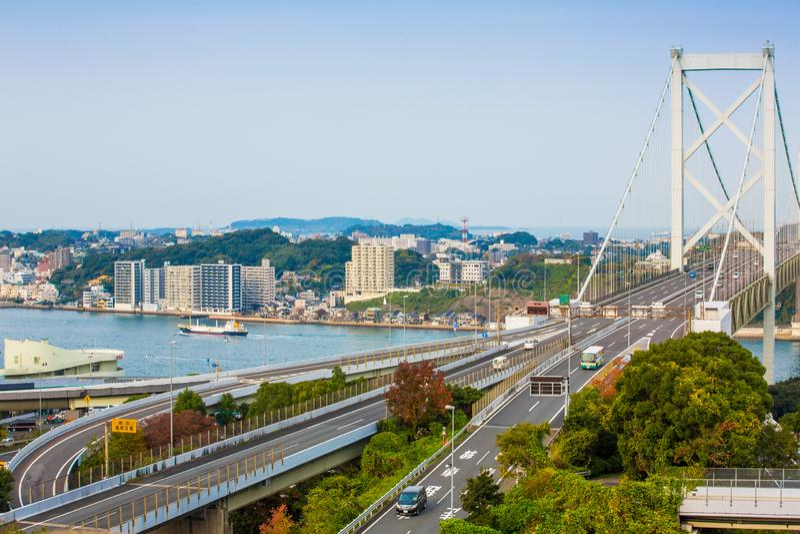 Détroit de Kanmon et pont de Kanmonkyo : Le pont de Kanmonkyo relie Honshu et Kyushu au Japon photo libre de droits