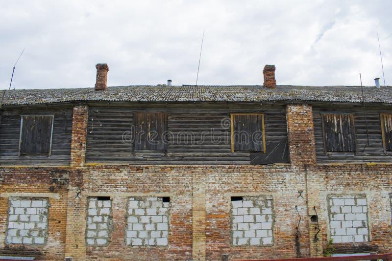 A détruit le vieux bâtiment en Russie photographie stock libre de droits