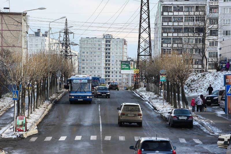 Développement d'Esidential des maisons de panneau et de brique de Vladivostok Rues des secteurs de sommeil de la capitale de l'Ex images libres de droits