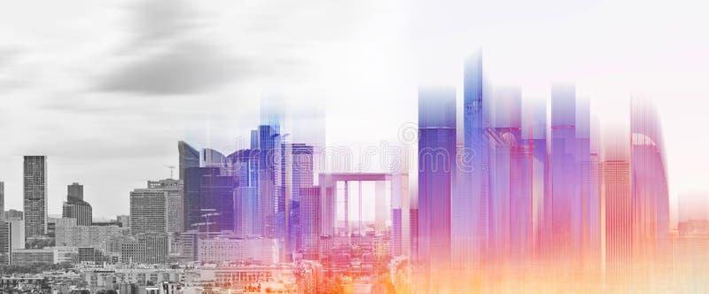 Développement numérique futuriste de ville, ville moderne avec la lumière rougeoyante de l'hologramme de construction futuriste photo libre de droits