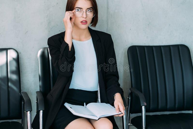 Développement personnel de dame réussie d'affaires images stock