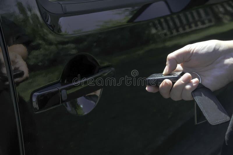 Déverrouillage d'un véhicule avec le keyfob photos libres de droits