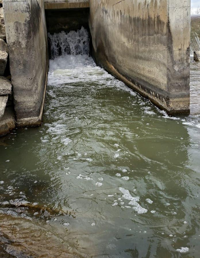 Déviation d'eau de rivière image stock