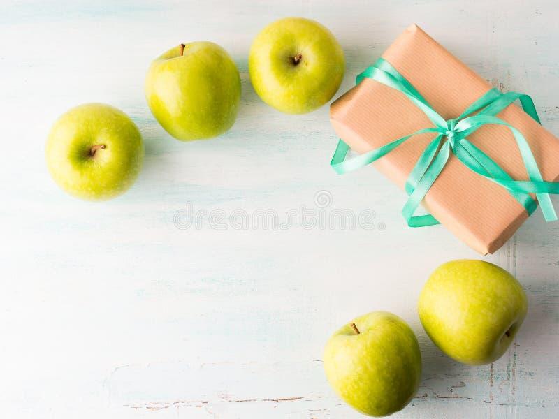 Dê a comer da saúde o conceito saudável das maçãs do verde do alimento fotos de stock royalty free