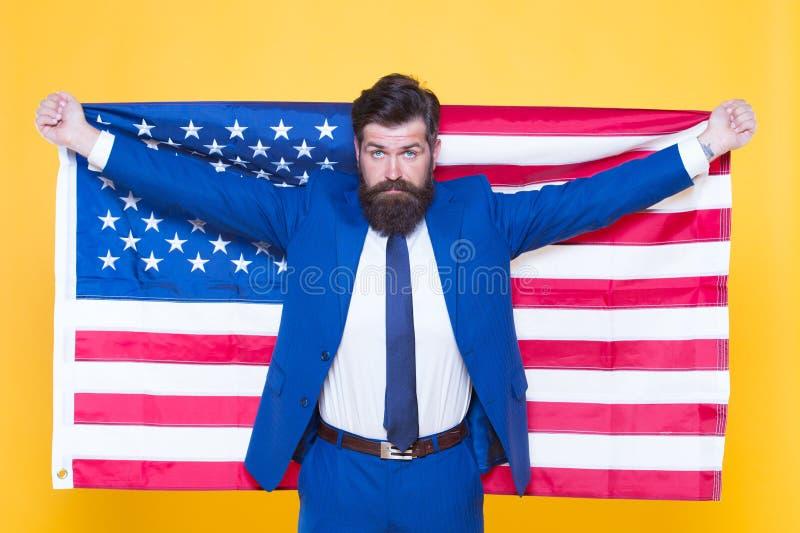 Dê-me a liberdade ou dê-me a morte Homem de negócios patriótico que comemora a liberdade americana no Dia da Independência Homem  fotografia de stock