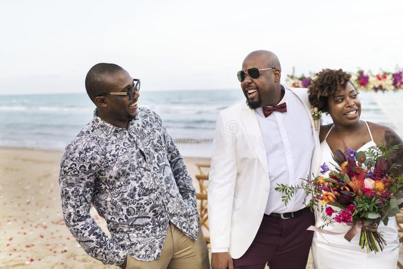 Día de boda afroamericano del ` s de los pares imagen de archivo
