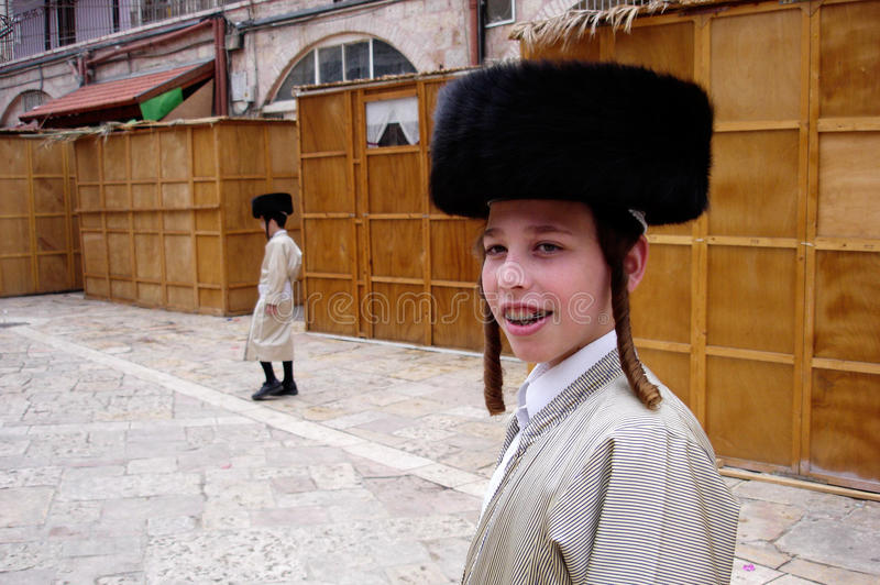 Día de fiesta judío de Sukkot en Mea Shearim Jerusalén Israel. imagen de archivo
