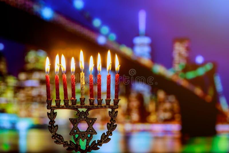día de fiesta judío Jánuca del símbolo judío con los candelabros tradicionales del menorah imagenes de archivo