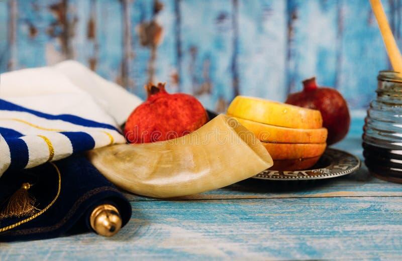 Día de fiesta tradicional del jewesh del hashanah del rosh de los símbolos del día de fiesta de la miel, de la manzana y de la gr fotos de archivo
