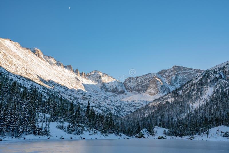 Día de invierno frío en Rocky Mountain National Park foto de archivo