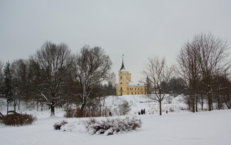 Día de invierno y fortaleza en el parque Mariental en Pavlovsk foto de archivo libre de regalías