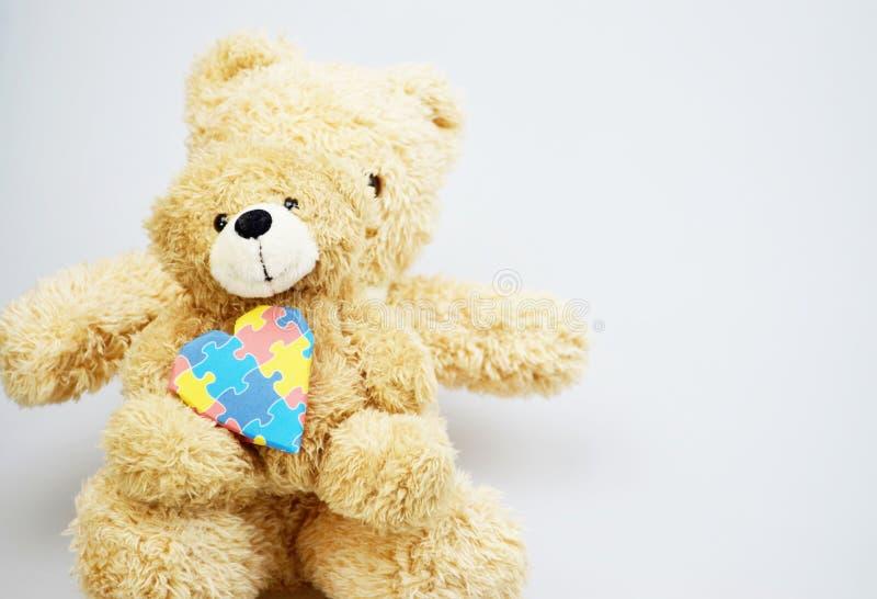 Día de la conciencia del autismo del mundo con los osos de peluche fotos de archivo libres de regalías