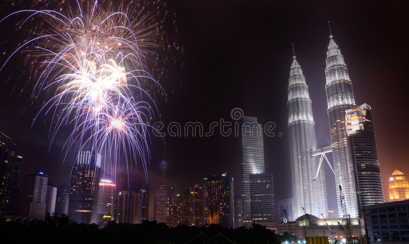 Día de la Independencia malasio 2013 - fuegos artificiales en KLCC fotografía de archivo libre de regalías
