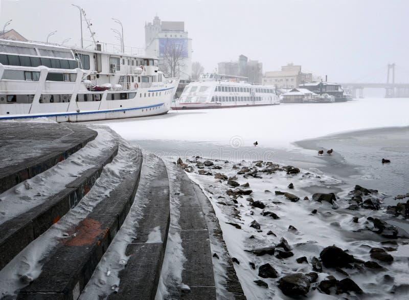 Día de la nieve en Kiev fotografía de archivo