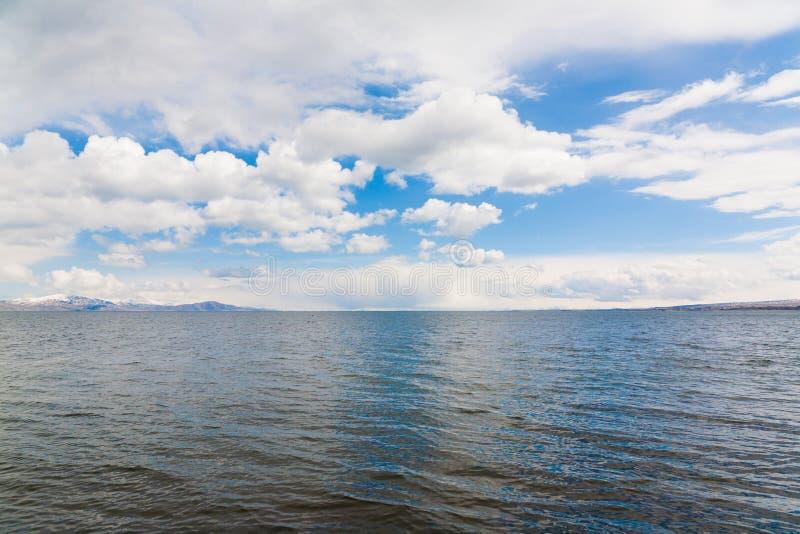 Día de primavera de Sevan del lago imagen de archivo