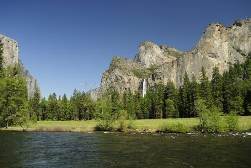Día de resorte asoleado en el valle de Yosemite fotografía de archivo libre de regalías