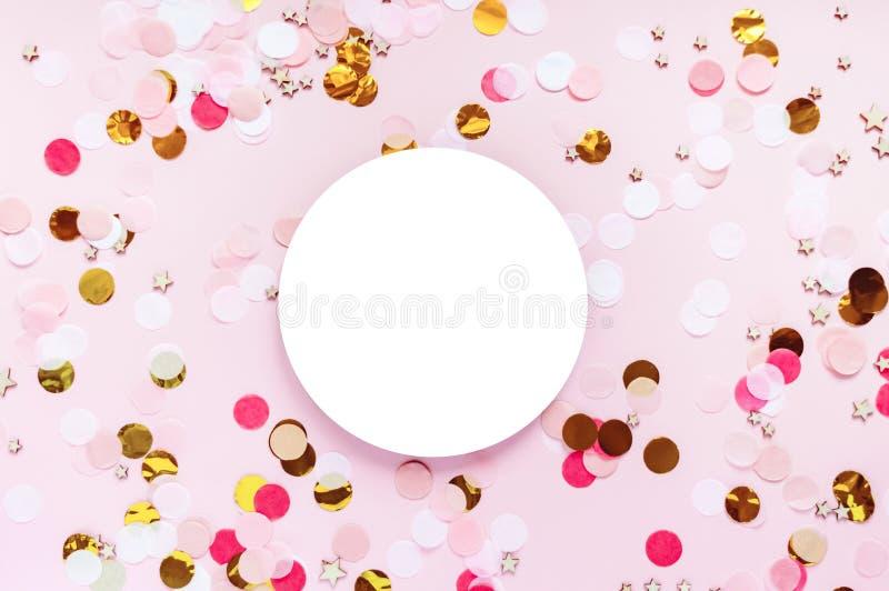 Día de San Valentín, fondo de saludo rosado del amor El plano pone con el modelo de punto colorido imagenes de archivo